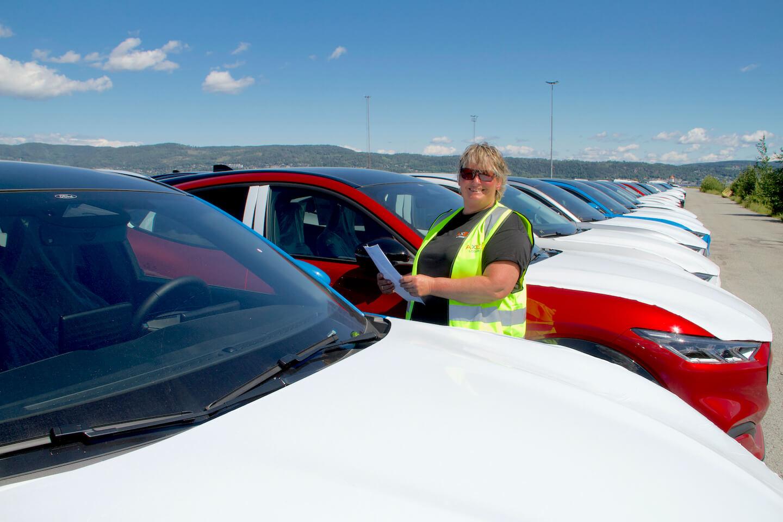 May Liss paa Drammen havn med alle nye biler.