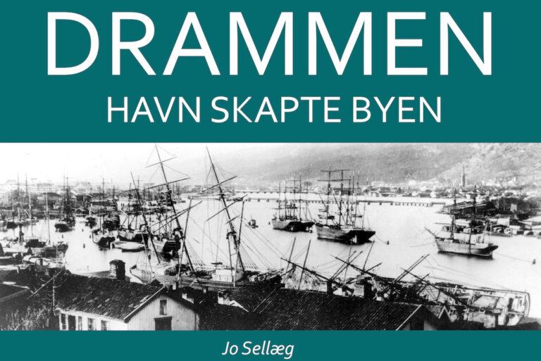 del av forsiden til boken om drammen havn. sorthvittbilde av baater.